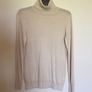 Banana Republic Turtle Neck - Size M